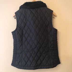 Nike Jackets & Coats - Nike Black Quilted Vest w/ Faux Fur Collar Sz M